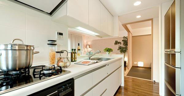 狭い家では便利なセミオープンキッチン